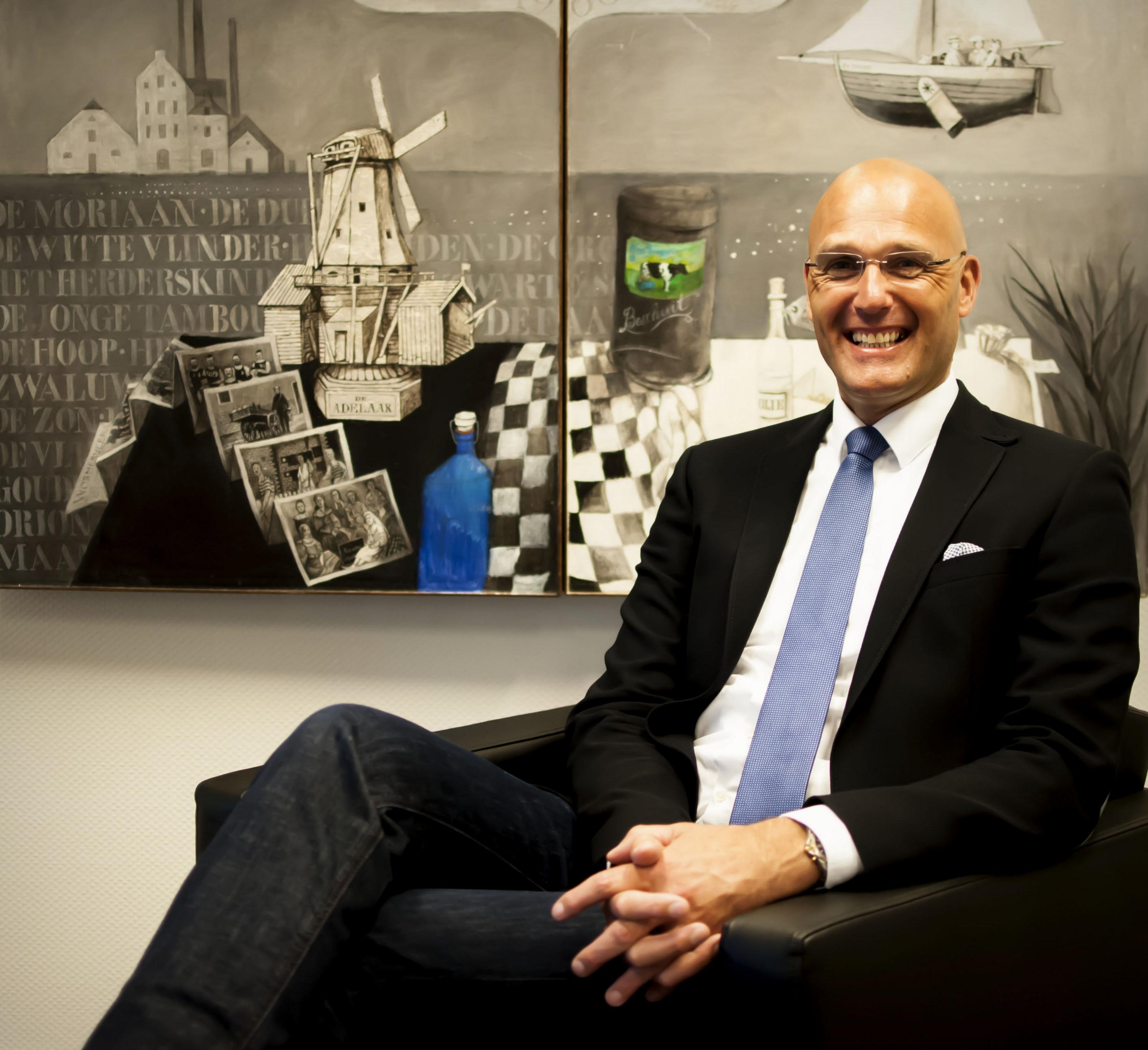 Dick-Dekker-voorzitter-van-de-Bedrijvenvereniging-Noorderveld-Molletjesveer-over-Saenz