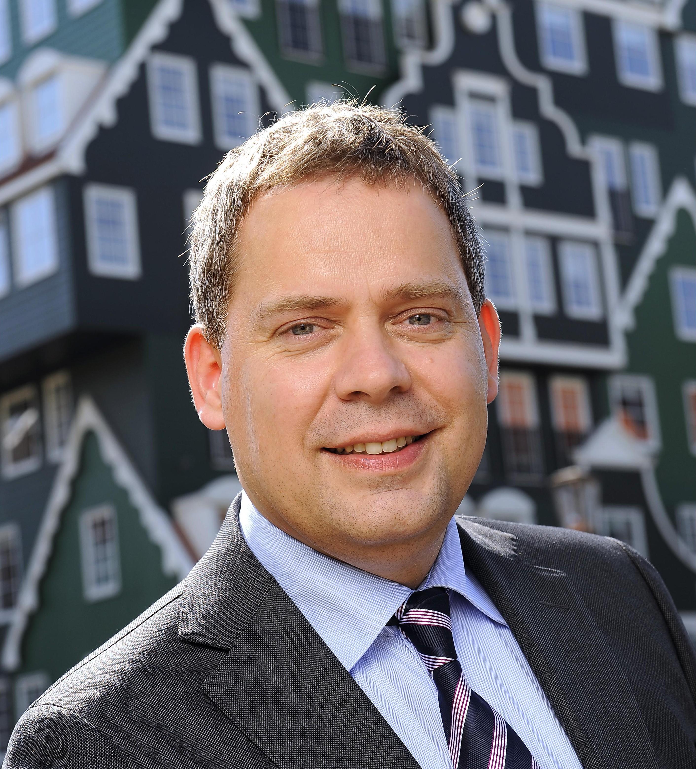 Wethouder-Dennis-Straat-van-gemeente-Zaanstad-steunt-Saenz